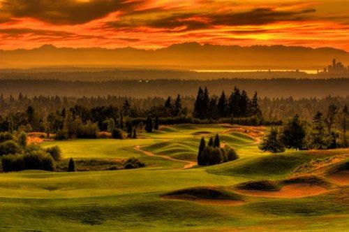 Пейзаж-изгрев на слънцето