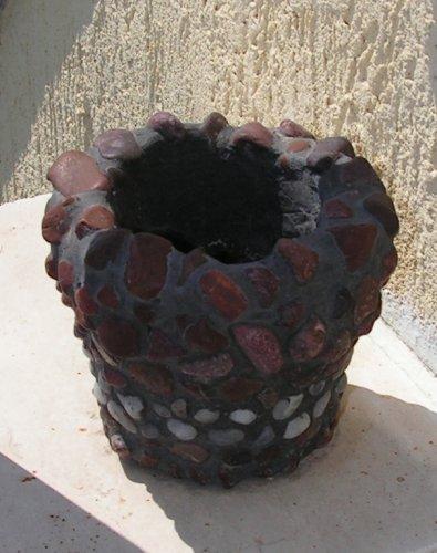 Съдинка облицована с камъчета
